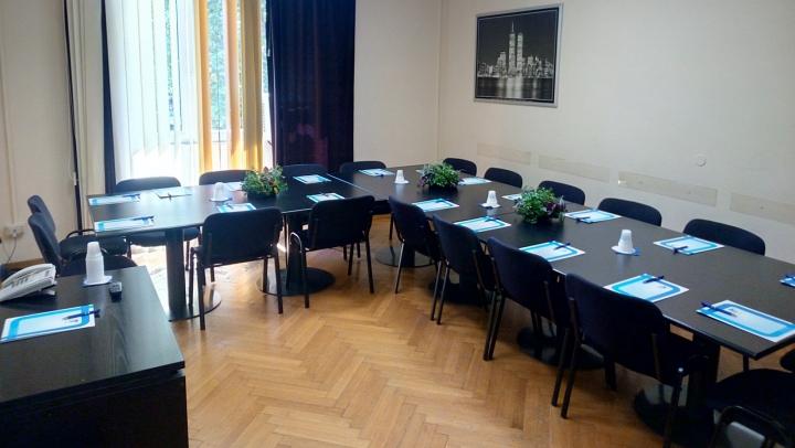Sala meeting E 18 posti